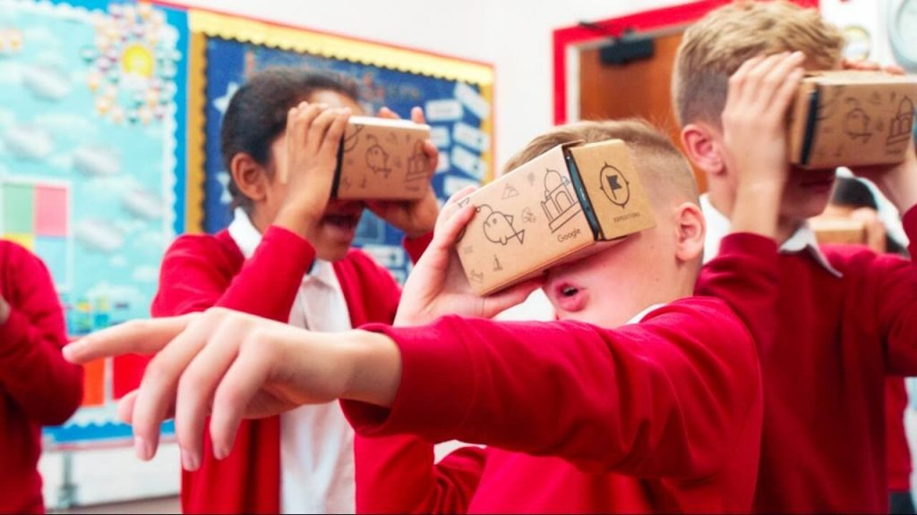 kinds using virtual reality education