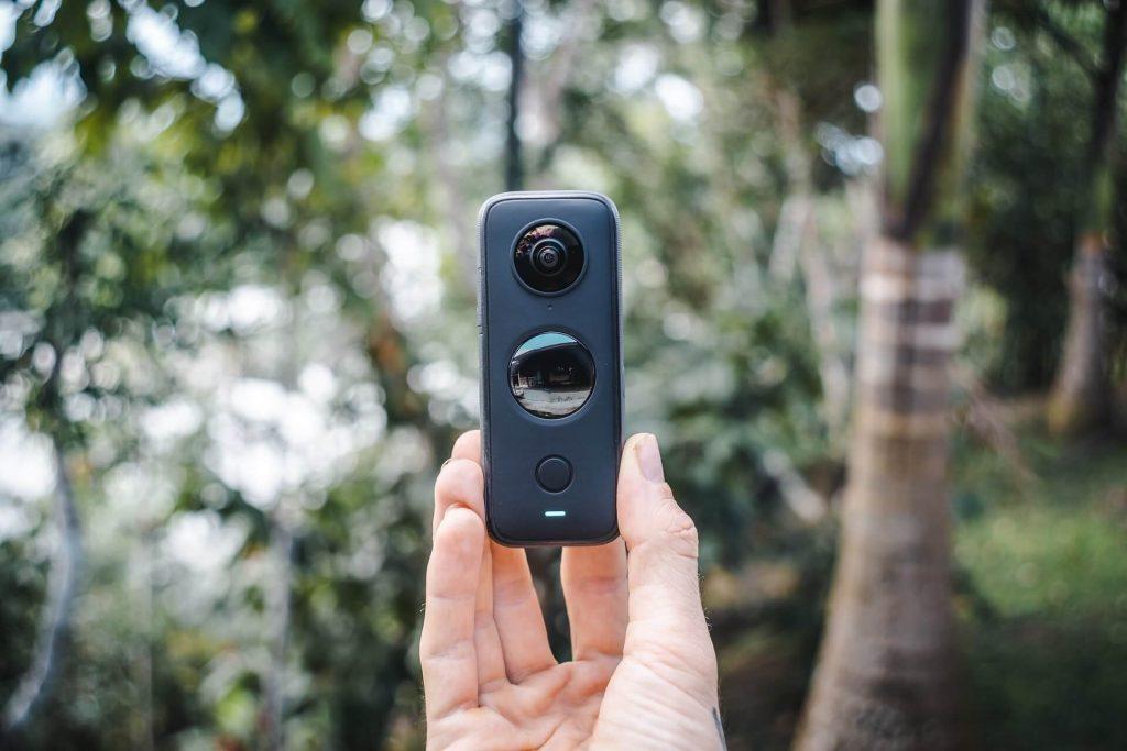 A 360-degree camera that shoots 360˚ videos