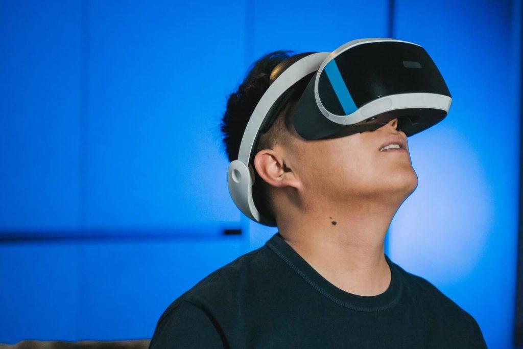 Man using virtual reality for UPS training