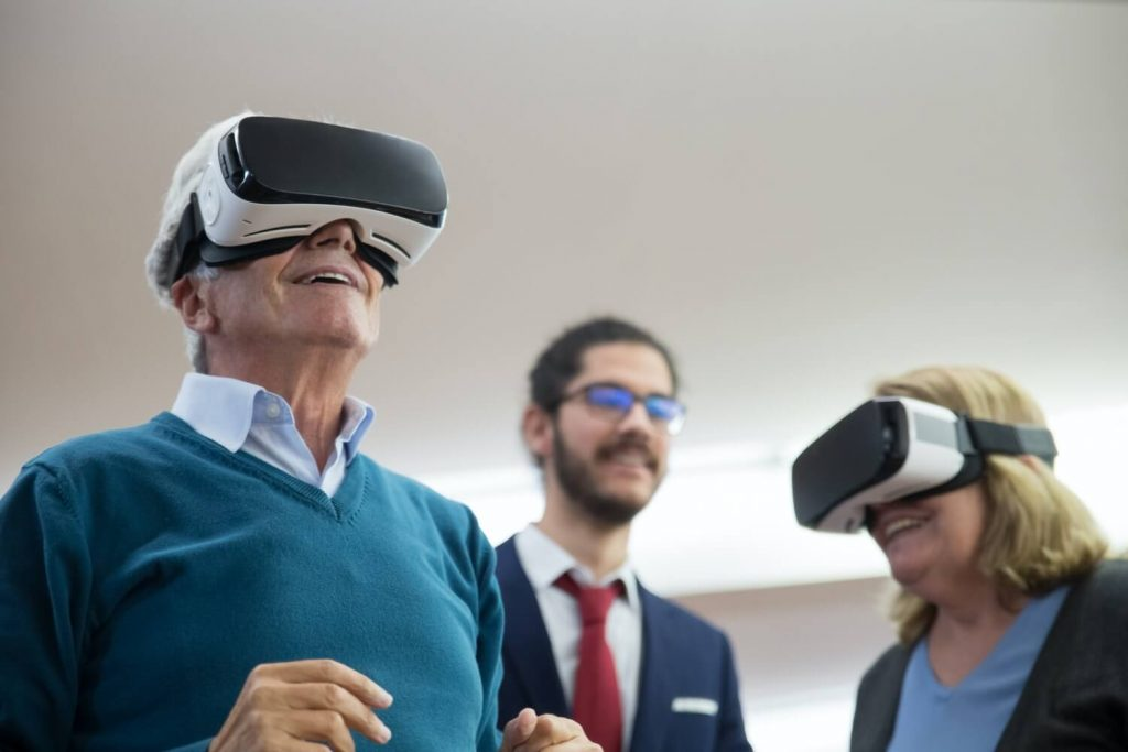 Elderly people using virtual reality need special content